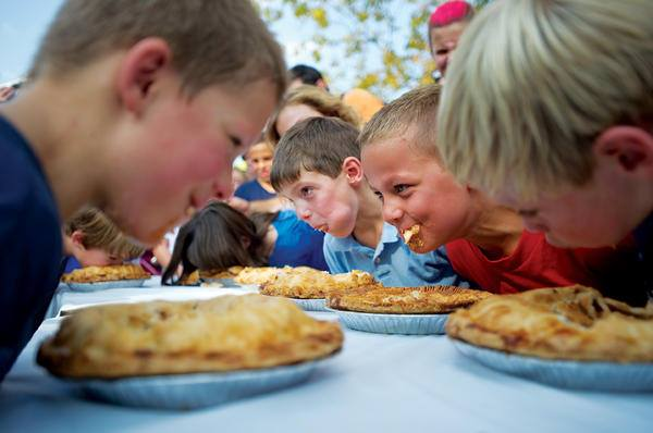 PerrysburgFirstFriday_pie_eating